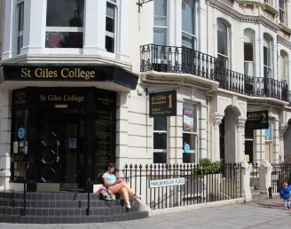 St Giles Dil Okulları